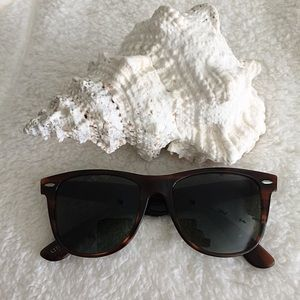 3009d24b50 Ray Ban Accessories - Vintage Ray Ban Wayfarer II Sunglasses L1725